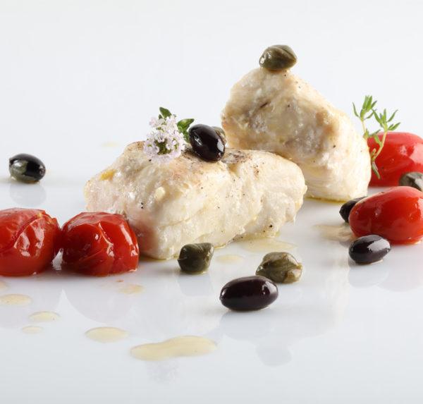 Filetto di dentice con datterino, olive, capperi e timo